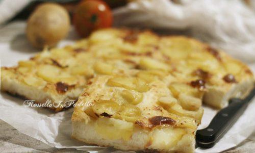 Pizza senza impasto con patate e mozzarella