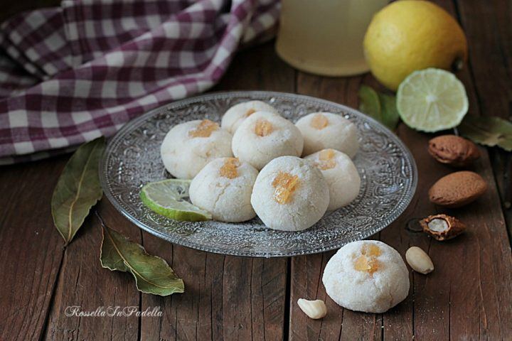 Amaretti di mandorle al limone