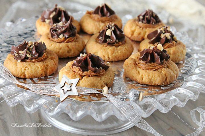 Biscotti alle arachidi e cioccolato, ricetta facile e golosa