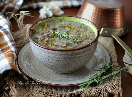Zuppa di lenticchie e patate al rosmarino