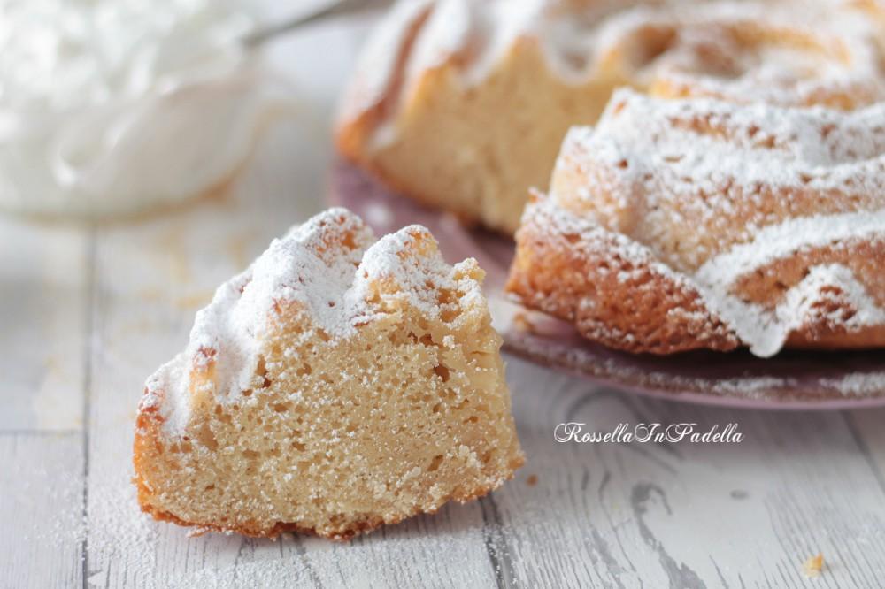 Torta integrale con yogurt greco e zucchero di canna