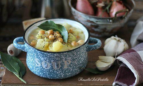 Zuppa di ceci, patate e cipolle cremosa