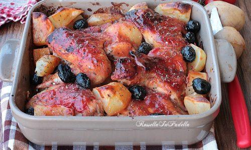 Pollo barbecue al forno, con patate e olive