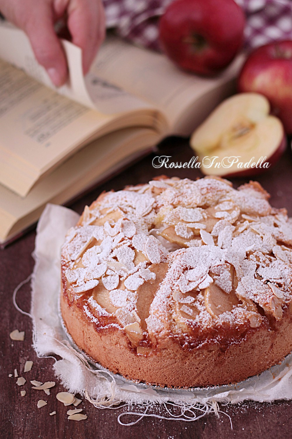 Torta di mele e mandorle, soffice soffice