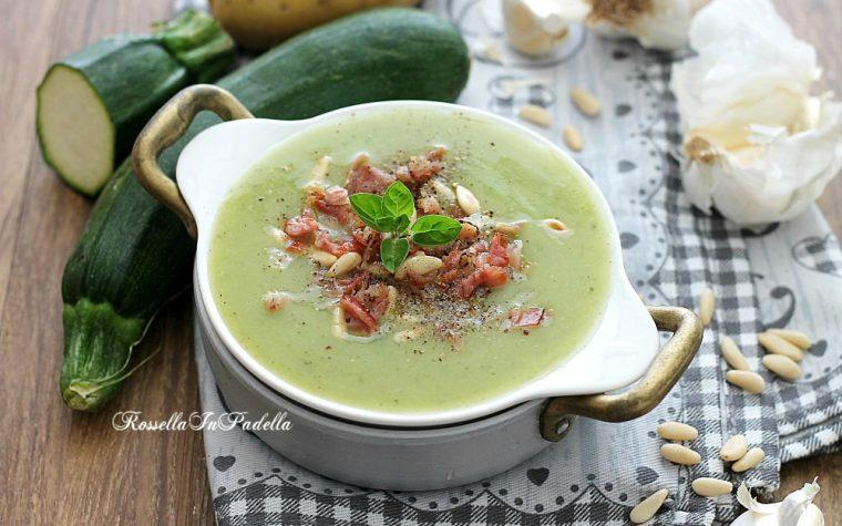 Crema di zucchine e patate con speck croccante e pinoli