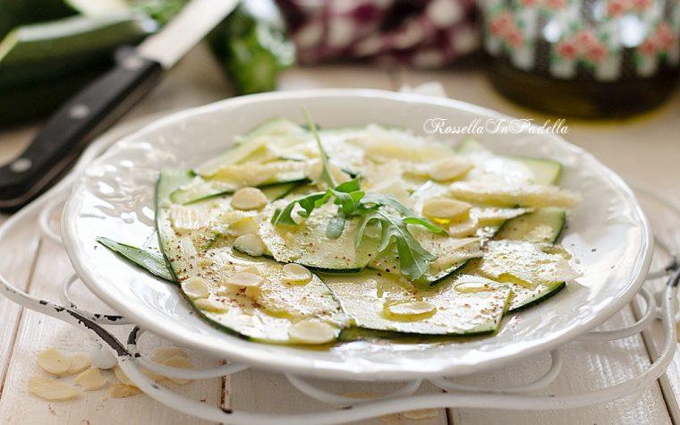 Zucchine marinate all'aceto con scaglie di grana