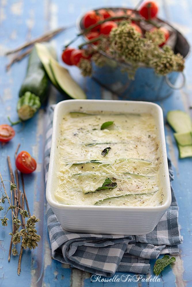 parmigiana bianca di zucchine nel microonde, pronta in 10 minuti