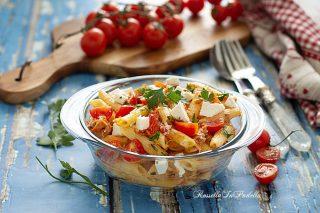 pasta fredda al doppio pomodoro, tonno e fetaLunga