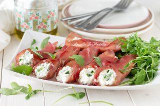 involtini di bresaola, ricotta e rucola, ricetta facile, veloce e gustosa