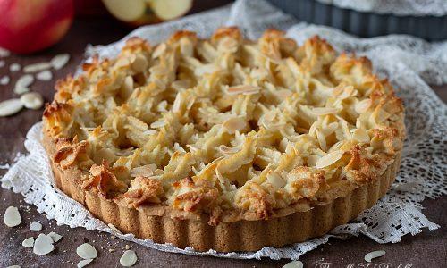 Crostata di mele e pasta di mandorla
