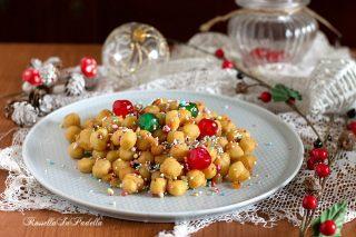 Struffoli o Pignolata, la ricetta facilissima