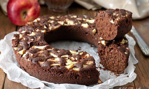 Ciambella brownie con le mele in 9 minuti