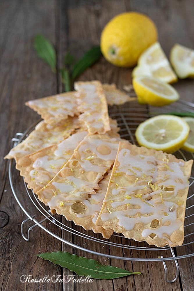 Chiacchiere al forno glassate al limone
