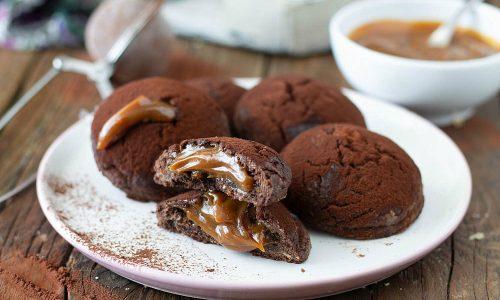 Biscotti al cacao con crema mou