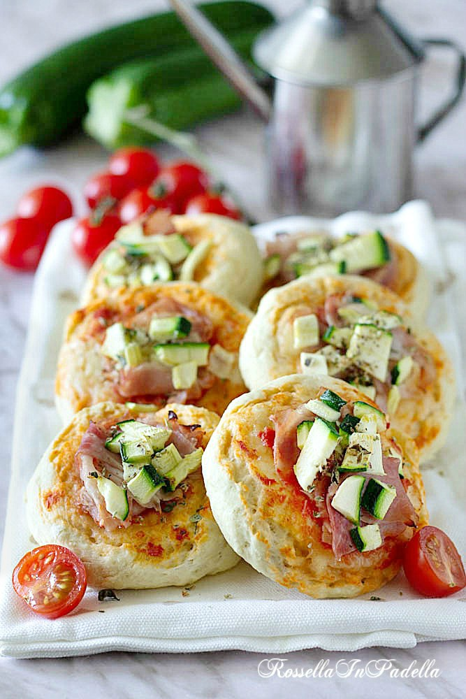 Pizzette istantanee con prosciutto e zucchine
