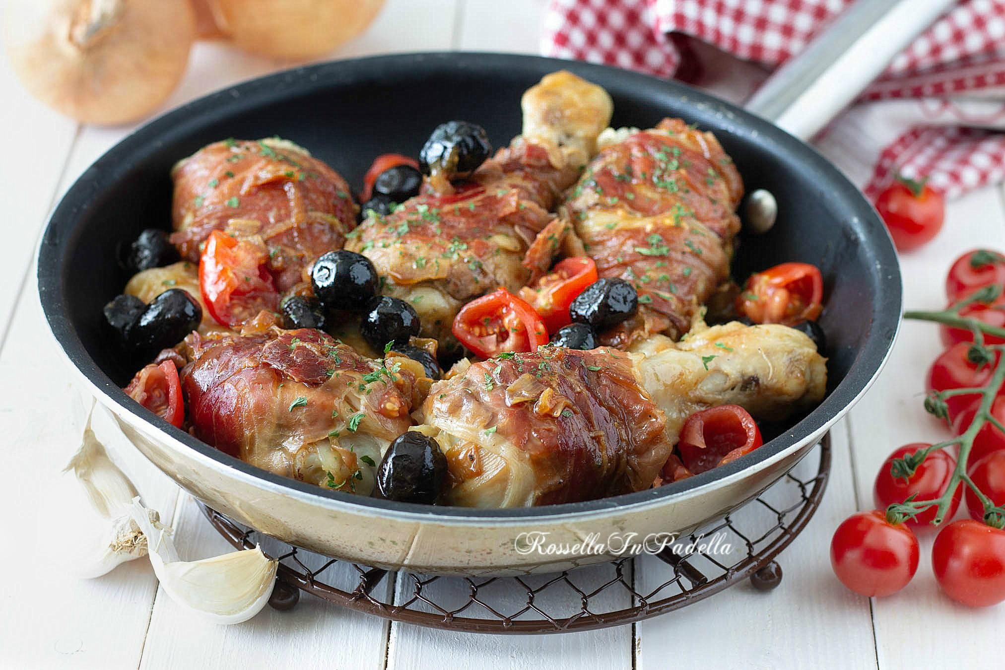 Pollo con speck, pomodorini e olive