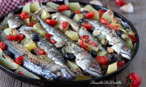 Sgombri al forno con patate e olive