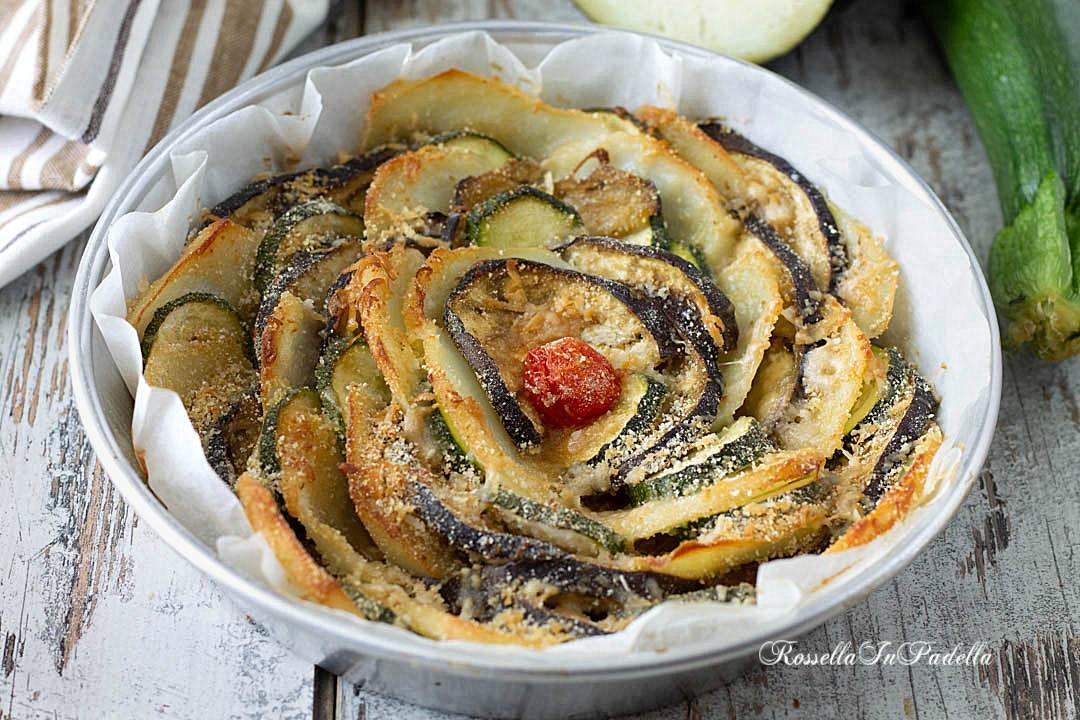 Teglia di patate, zucchine e melanzane gratinate