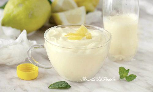 Crema di limone in bottiglia, pronta in 5 minuti