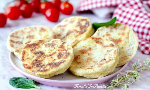 Focaccine di patate in padella, ricetta facile