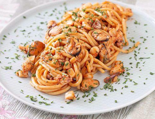 Spaghetti con le cozze e calamari