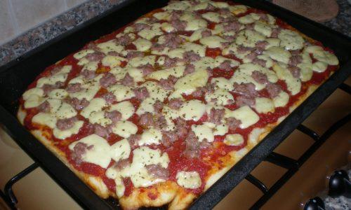 Pizza alla salsiccia | Ricetta italiana