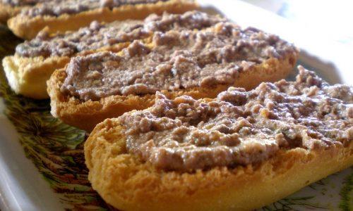 Crostini con patè di fegatini al tartufo