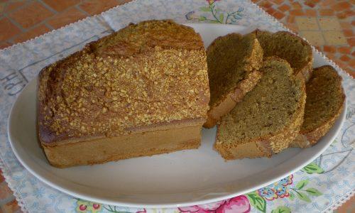 Plumcake al caffè (aromatizzato al cioccolato) e nocciole