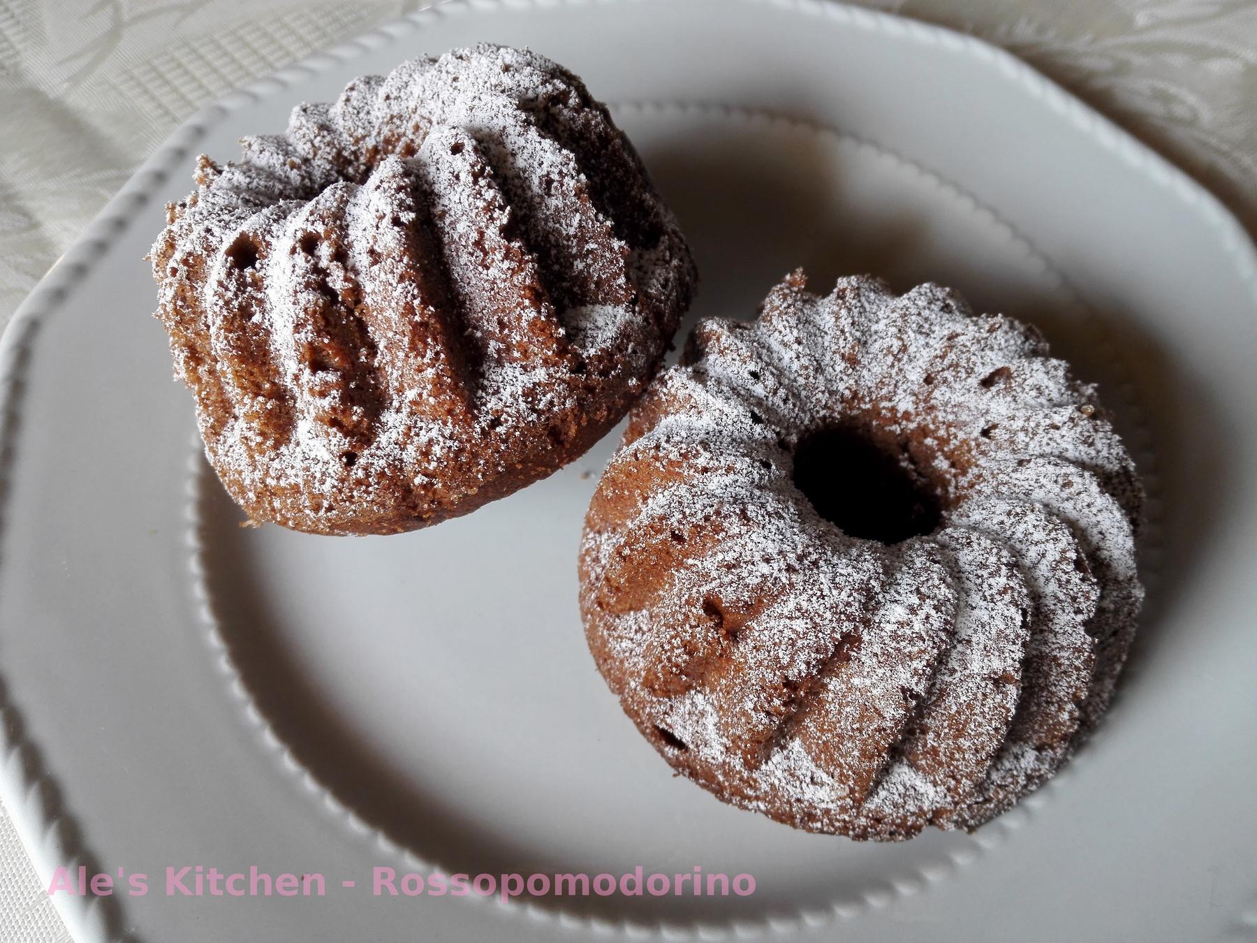 Dolci monoporzione al cioccolato con ripieno al cocco | Ricetta dolce