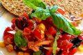 Frisella integrale con insalata di pomodorini,tonno,mais e olive