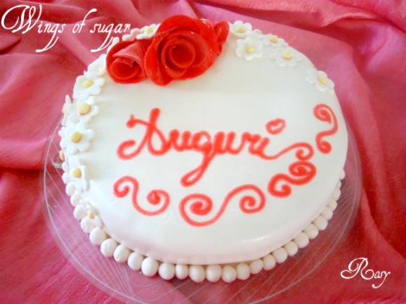 torta in pasta di zucchero con fiori e rose