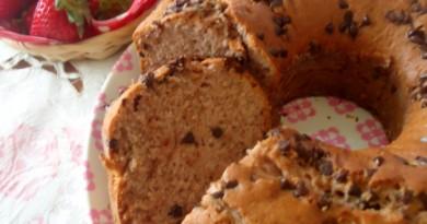 Ciambellone alle fragole con gocce di cioccolato ricetta - wings of sugar blog