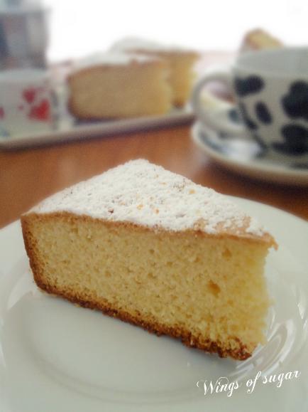 Torta soffice per la colazione senza lattosio - wings of sugar blog