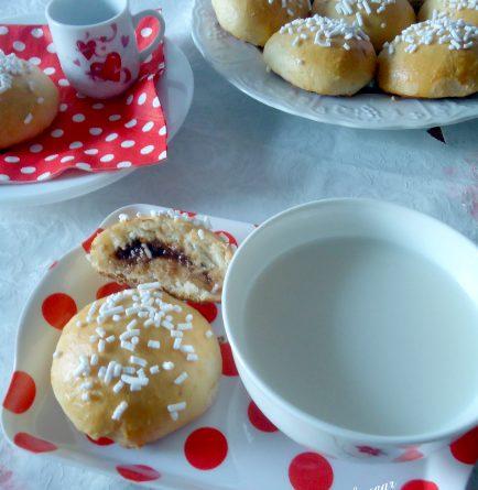 Panini di brioche con crema al latte e cioccolato ricetta
