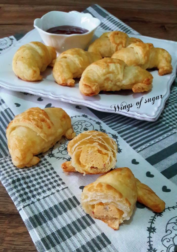 Cornetti salati di pasta sfoglia con uova strapazzate -Wings of sugar blog