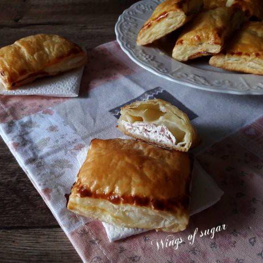 Fagottini salati di pasta sfoglia ripieni di ricotta e prosciutto cotto - Wings of sugar blog