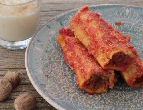 Cannelloni fatti in casa con pasta maker ripieni di carne e mozzarella