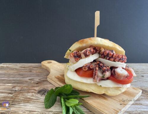 Burger di polpo e scamorza fresca di Puglia