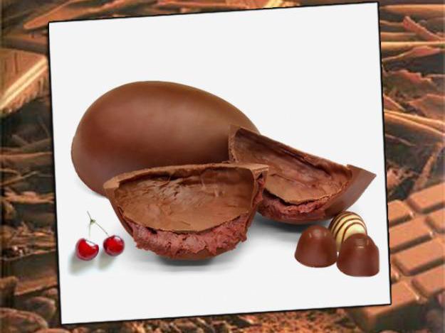Uova di cioccolato con la buccia farcita di crema alle ciliegie di Arte y Dulce
