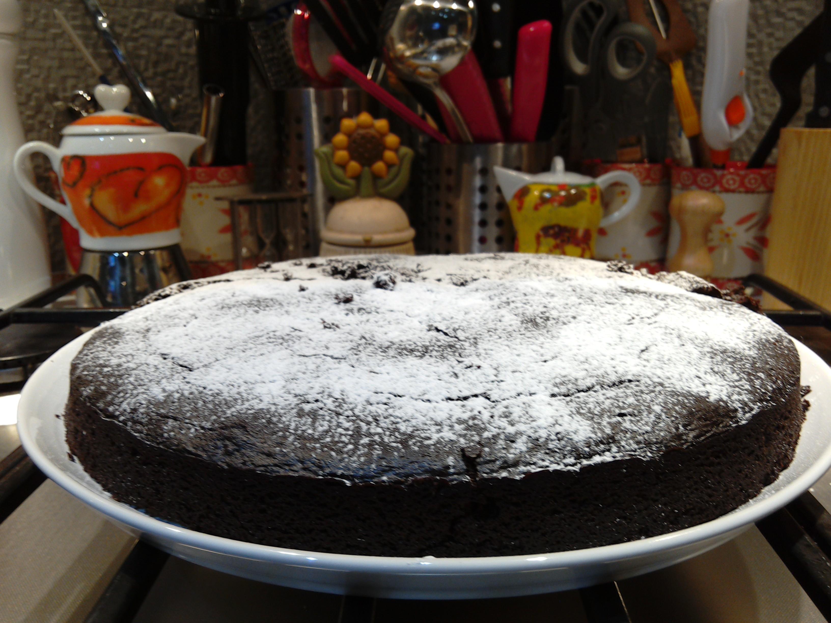 Crazy cake (torta matta) al cioccolato senza uova, latte e lievito