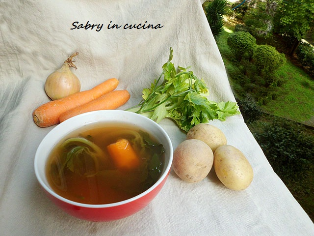 brodo vegetale sabry in cucina