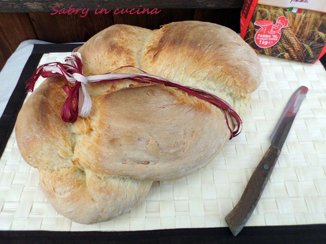 treccia di pane sabry in cucina
