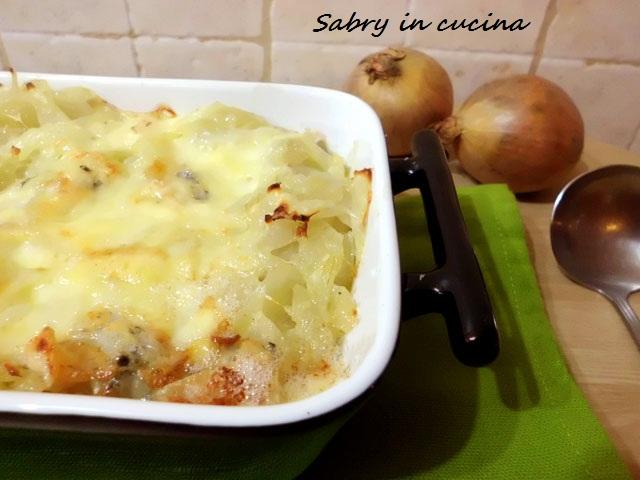 zuppa di cipolle gratinata al gorgonzola
