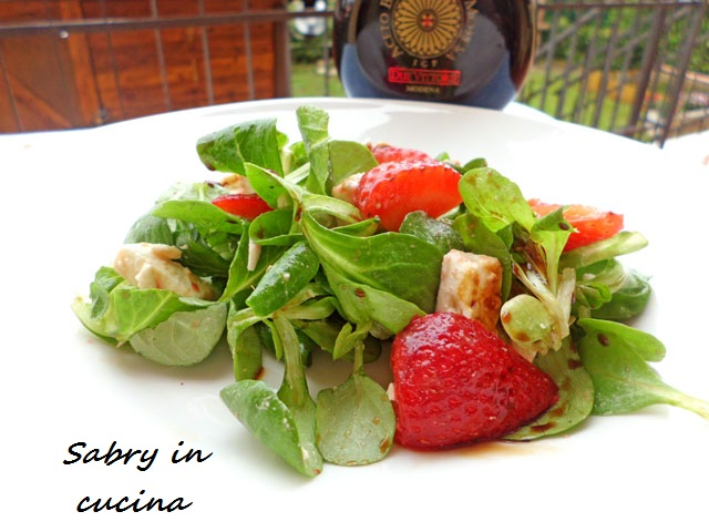 insalata songino fragole feta