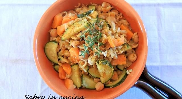 zuppa tiepida curry e legumi