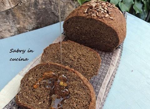 pane nero ai semi di girasole