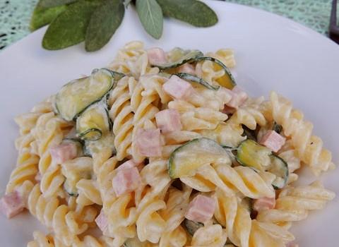 pasta zucchine panna prosciutto