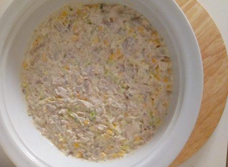 Insalata di Pollo fredda con mais, funghi e lattuga