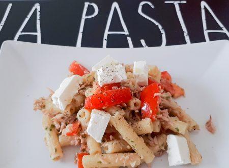 Insalata di pasta con pesto di rucola e feta greca