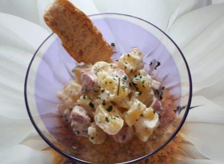 Insalata fredda di patate, maionese e wurstel